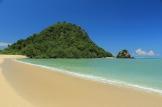 Pantai Kuta Lombok Tengah dengan view Bukit Kura-kura
